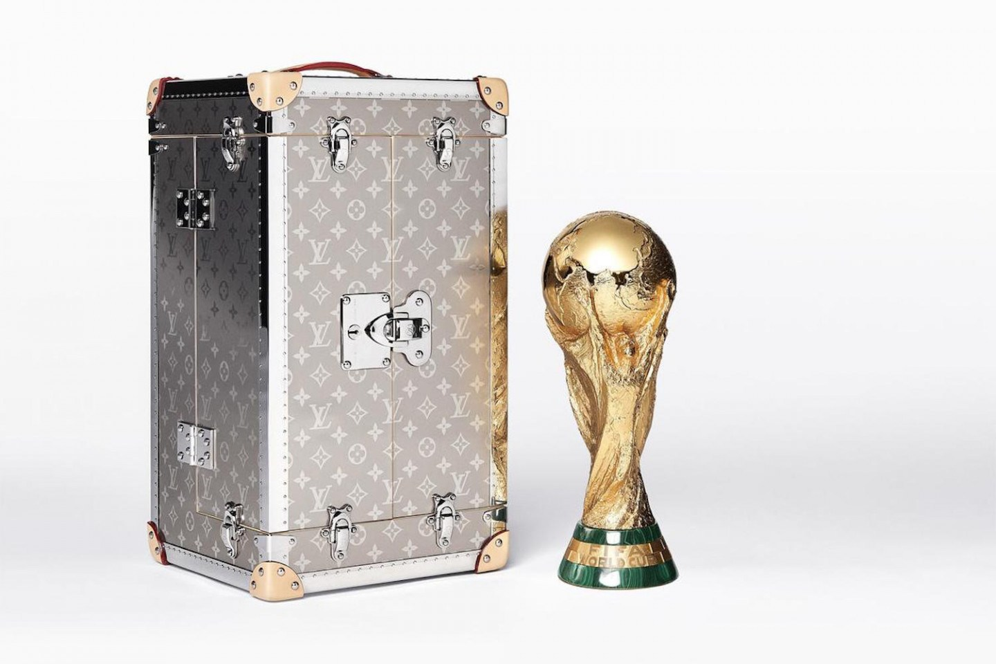louis-vuitton-fifa-world-cup-original-trophy-travel-case-01-1440x960